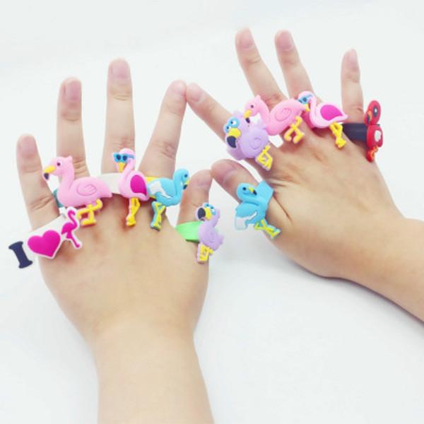 Детский мультфильм игрушки фламинго кольца мальчики девочки ну вечеринку аксессуар дети пвх силиконовые рождественские подарки ювелирные изделия забавное кольцо дешевый рождественский подарок