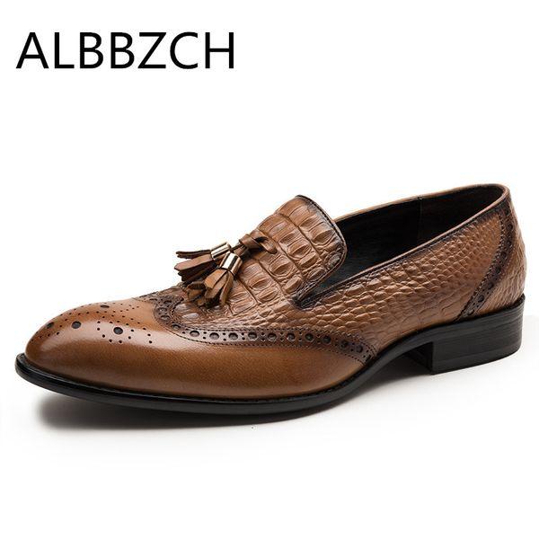 Yeni erkek kabartmalı inek deri elbise sheos erkekler moda püskül düğün ayakkabı sivri burun kayma üzerinde kayma brogue iş ayakkabıları boyutu 10