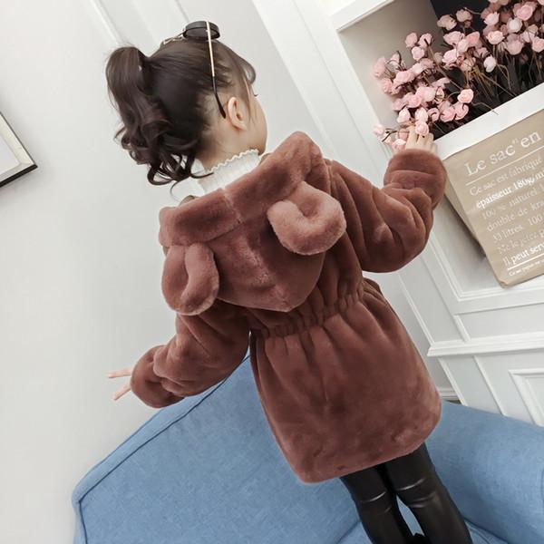 Manteau de fourrure de vêtements pour enfants filles 2018 automne et hiver nouveaux grands enfants version coréenne de la peluche mignonne dans le long manteau