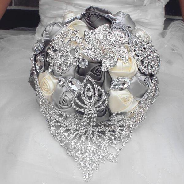 2019 Yeni Avrupa tarzı Düğün Buket El Yapımı Yapay Zambak Beyaz Gelin Gelinlik Gelin Parti Aksesuarları Çiçek Dekorasyon