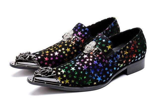 Vestido de couro Sapatos Homens Estrelas Coloridas de Cristal Crânio Cabeça de Metal Lazer Sapatos Homem Estilo Fresco Chaussure Homme Sapatos