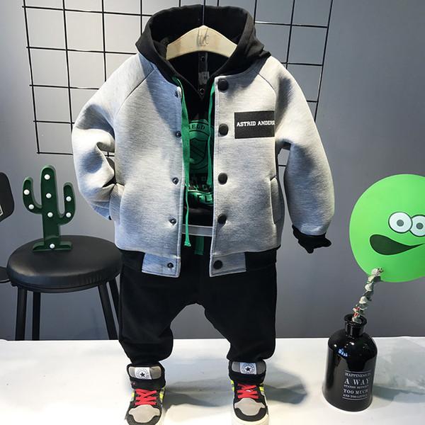 WNLEIGEL 3pcs ragazzi causale autunno abbigliamento set bambini grigio monopetto cappotto nero con cappuccio felpe e pantaloni neri set bambini