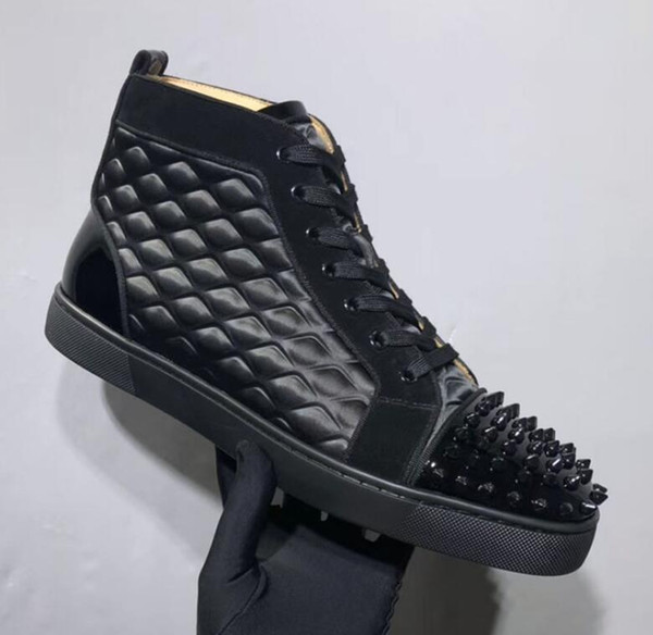Designer de moda Red Soles Sapatilha Inferior Homens sapatos de luxo Cravejado Spikes Toe Flats sapatos Sapatos casuais Red Bottom Sapatilhas de couro fosco