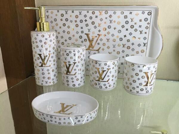 Acessórios de banho de cerâmica de luxo elegante 5 peças conjuntos de banho 1 saboneteira + 1 saboneteira + 1 porta-escovas + 2 xícaras LRH01