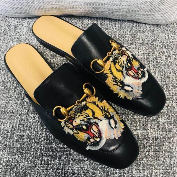 Großhandel Princetown Bestickte Leder Slipper Mens Designer Hausschuhe Damen Luxus Designer Schuhe Trendy Schuhe Ledersohle Einzelne Tagesschuhe Von