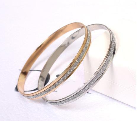 Manchette Bracelets Bracelets En Gros De Mode Pour Femmes Simple En Acier Inoxydable Poli Charmant Or / Argent Bracelet Bracelet Bijoux Bracelet