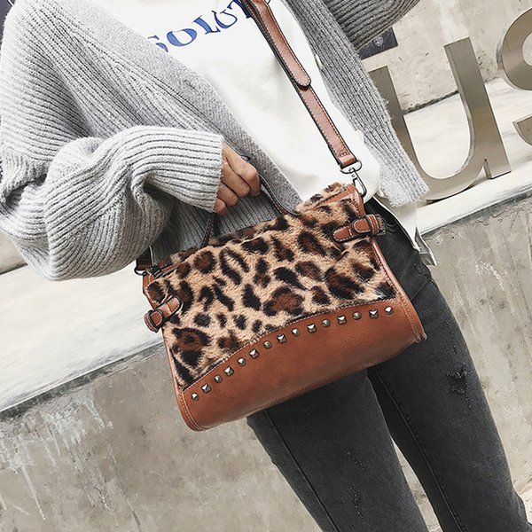Leopard Print Women Handbag Rivet Big Capacity Women Messenger Bag 2019 Winter Plush Females Handbag Fashion Girls Crossbody Bag