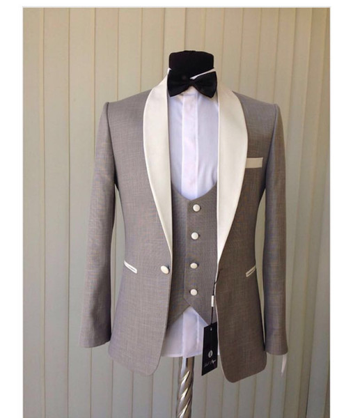 Smoking dello smoking popolare Smoking da uomo grigio Smoking bianco Giacca da uomo bavero dello scialle Personalize Suit da uomo 3 pezzi (giacca + pantaloni + vest + cravatta) 1302