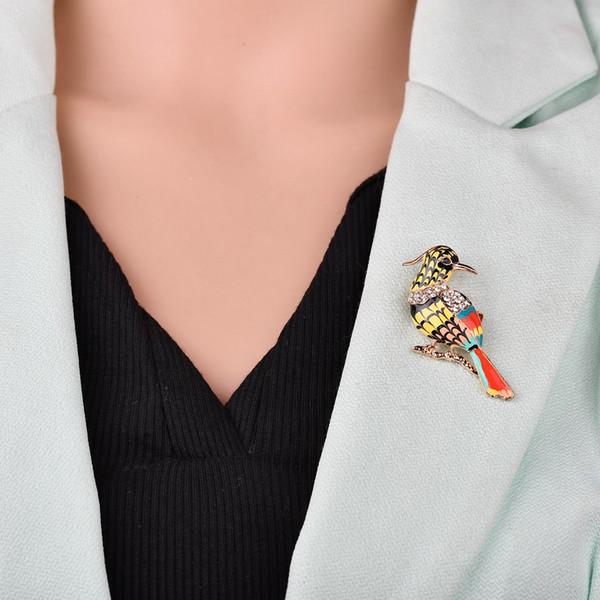 Europa e nos Estados Unidos nova moda pássaro strass pintura óleo no peito agulha selvagem liga caixa