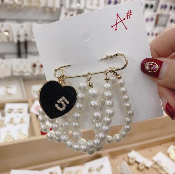 2019 nouvelle inscription marque designer lettre broche femmes de luxe broche costume costume bijoux cadeau pour haute qualité Z001