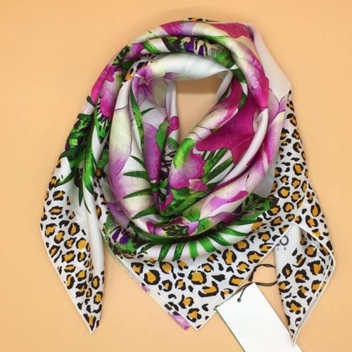 Echarpe carrée de marque pour femmes 100% soie, haute qualité, imprimé fleurs modèle blanc taille 90cm - 90cm