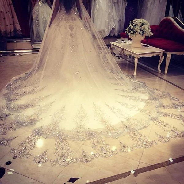 New Cheap Bling Bling Crystal Cathedral Bridal Veils Luxury Long Applique Crystal Beaded Custom Made White Ivory High Quality Wedding Veils