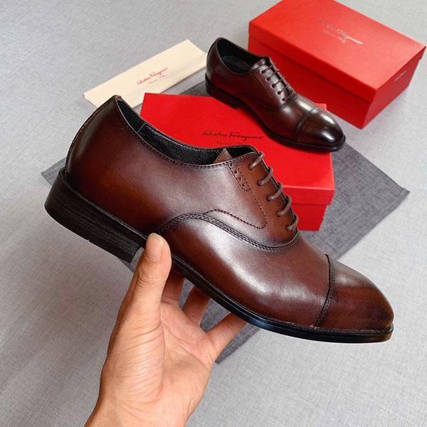chaussures habillées hommes mode de luxe de haute qualité mariage partie classique chaussures de loisirs en cuir verni chaussures de travail de la mode d'affaires libre de shippi