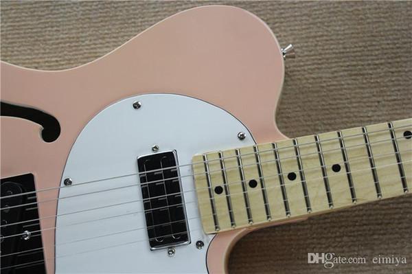 Guitare électrique semi-creuse rose avec pickguard blanc, touche en érable, corps de reliure, accessoires en chrome, offre de services sur mesure