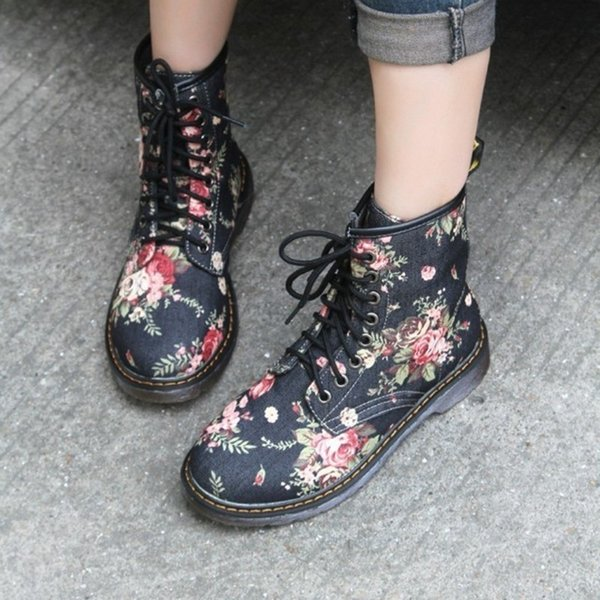 COOTE ILI Plus Size Fashion Autumn Beautiful Flower Shoes Woman Lace-Up Motorcycle Cow Muscle Cowboy Flat Ankle Boots For Women