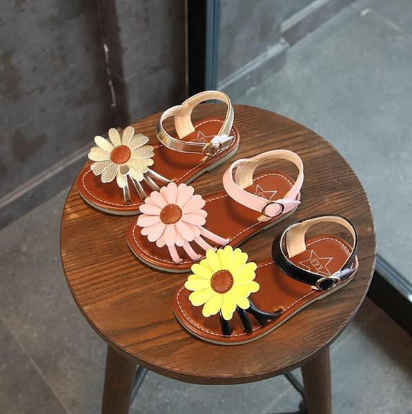 Yeni Tasarımcı terlik Dişli dipleri kız çizgili Inci sandalet nedensel Lüks kaymaz yaz huaraches terlik çevirme terlik terlik