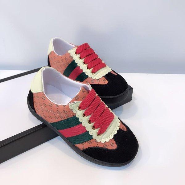 Rose avec des chaussures rouges