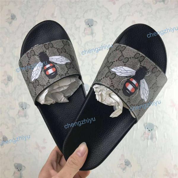 Ucuz En İyi Erkek Kadın Sandalet Tasarımcı Ayakkabı Lüks Slayt Yaz Moda Geniş Düz Kaygan Sandalet Terlik Flip Flop Kutusu Boyutu 36-46