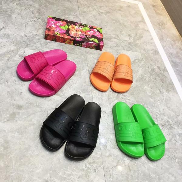 Zapatillas de marca de la marca Cartas Desinger Diapositivas rosa BlackMens Flip Flops Verano Resistencia al deslizamiento Zapatillas de playa planas Zapatos 4 colores opcionales