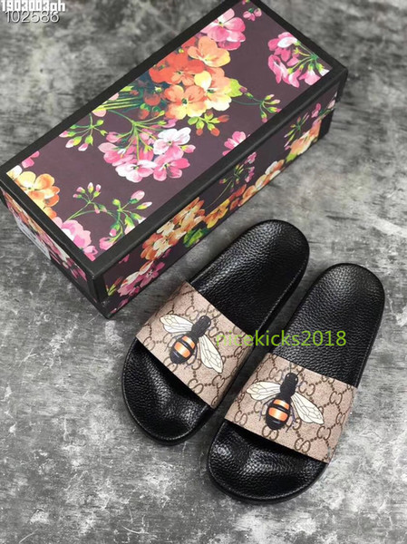 Ucuz Lüks Tasarımcı Mens Womens Yaz Sandalet Plaj Slayt Lüks Terlik Bayanlar Tasarımcı Ayakkabı Baskı Deri Çiçekler Arı Ile 36-46 kutu
