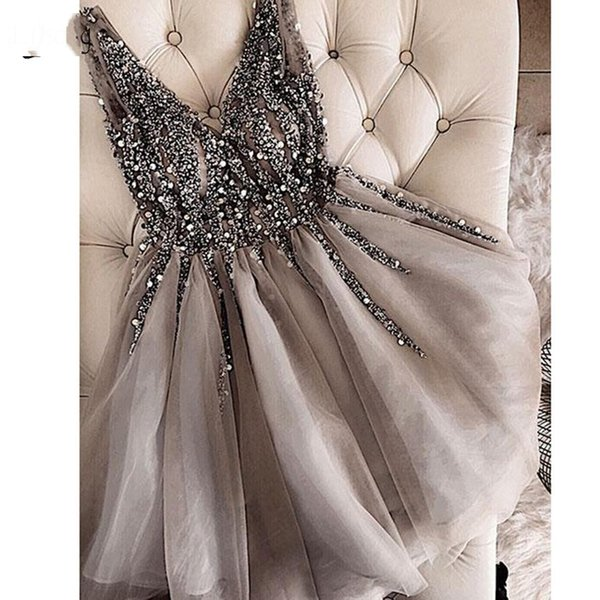 iamfrancesca / Sparkle Crystal Beaded Short Cocktail Dresses Grey Homecoming Dress Doble V-cuello Sexy Shiny Mini Prom Vestidos Abiye Vestidos
