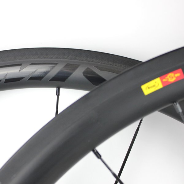 Cheap Lightweight Carbon Racing Cycling Clincher Light 700C Bike C38mm Wheelset Road Wheels Light Race Novatec Hub Wheel