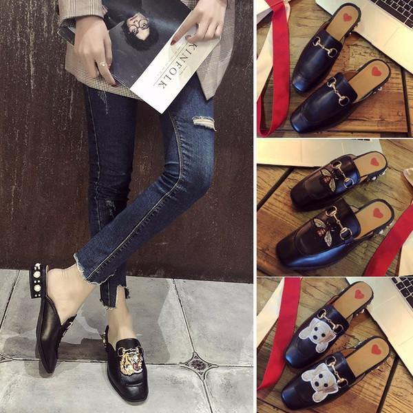 Moda de Luxo Designer de Calçados Femininos Sapatos Bordados de Fundo Plano Estudante Mais Novo Estilo Cauual Sandálias Menina Chinelo Cadeia de Animais Clássico Fotos