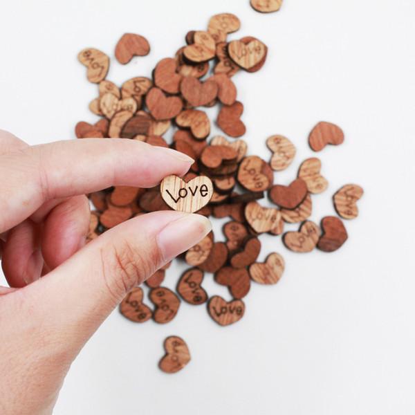 100 adet / paket Düğün Dekorasyon Ahşap Aşk Kalp Şekli Düğün Plaketler Için Sanat Zanaat Süsleme Dikiş Dekorasyon Düğmeleri C19041701