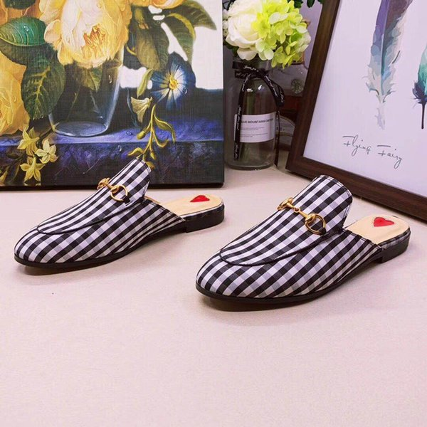 Primavera y otoño sandalias Muller mujeres de los zapatos de verano 2019 nuevo fuera de Baotou sin llevar el talón tamaño grande plana y zapatillas mitad hombres