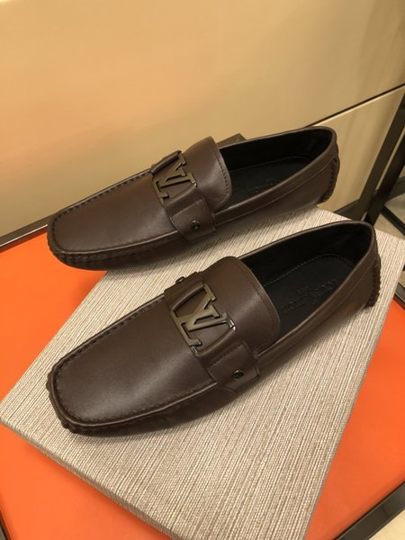 47Top Hot Summer men Embossed real leather Dress shoes fashion arrived Loaf New embroidery fashion soft slippers driver Driving Casual shoes