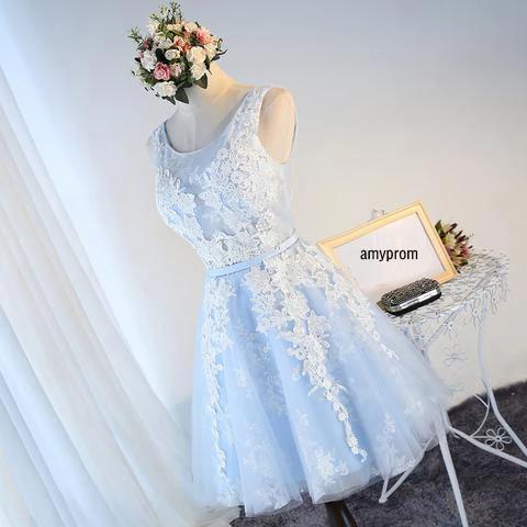Elegante Scoop Tulle Baby Blue Prom Dresses breve una linea di Applique del merletto Plus Size ritorno abiti a buon mercato pizzo posteriore Junior vestiti da partito