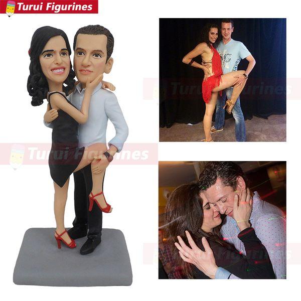 танцующая пара статуэток куклы накачанные куклы с двумя головами кукла двух человек показывает Turui Figurines мини кукла