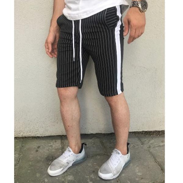 calças curtas pretas
