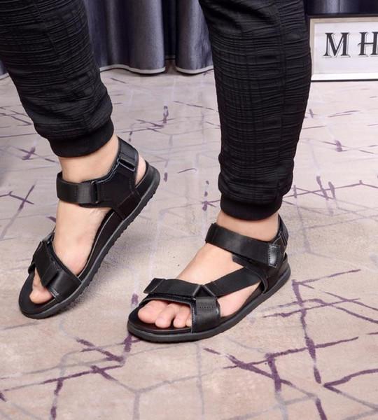 Moda Não-slip Sandálias De Couro De Vaca Mais Leve Moda Tendência Principal Afluxo de Pessoas Online Mens Slides Sapatos De Alta-grade Tamanho 38-44