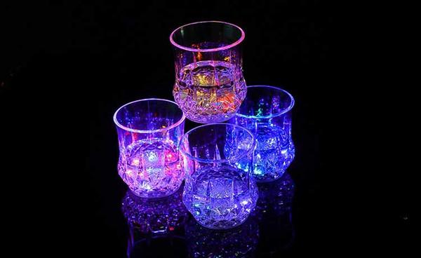 Красочные чашки Светодиодный проблесковый выстрел Кубок Led Пластиковые Светящийся неоновый Birthday Party Night Bar Свадебные напитки Light-Up Flash Light Up Чашки