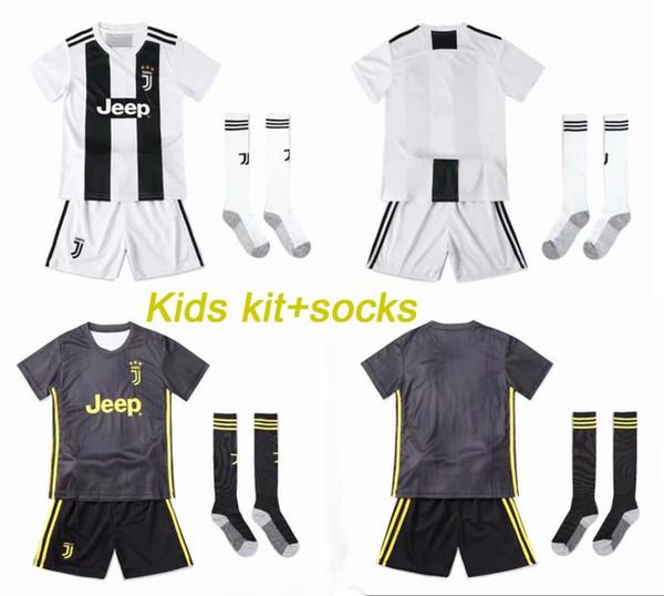 Kids Kit +Socks JUVENTUS Home 2019 MANDZUKIC 17 MARCHISIO White And Gray Soccer Jersey18 19 RONALDO 7 DYBALA10 Boy Football Shirts Three-pcs