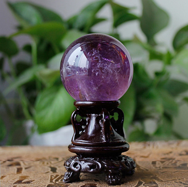 Natürlicher Kristallbrasilien-Amethyst-Kugel-Weihnachtsverzierungs-Inneneinrichtung Amethyst mit Sockel-purpurroter Quarz-Steindekoration