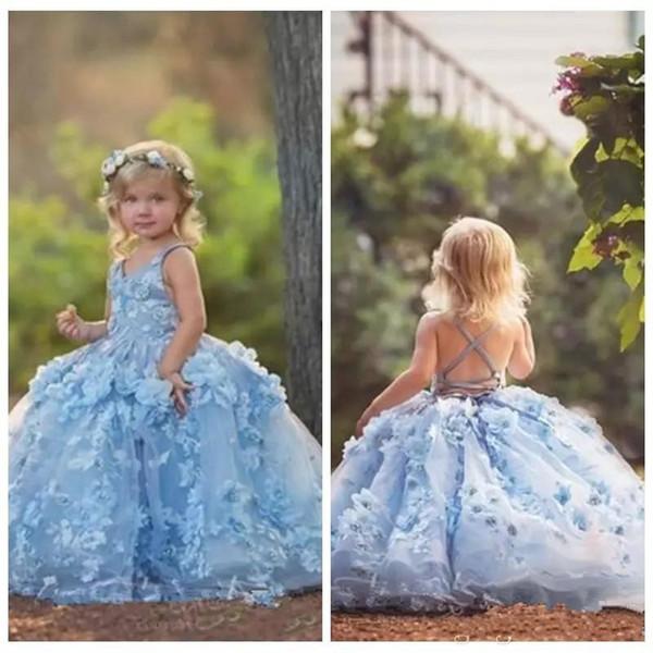 Prinzessin Lange Licht Sky Blue Puffy Girls Pageant Kleider 2019 3D Blumen Applikationen V-Ausschnitt Criss Cross Blumenmädchenkleider BC1677