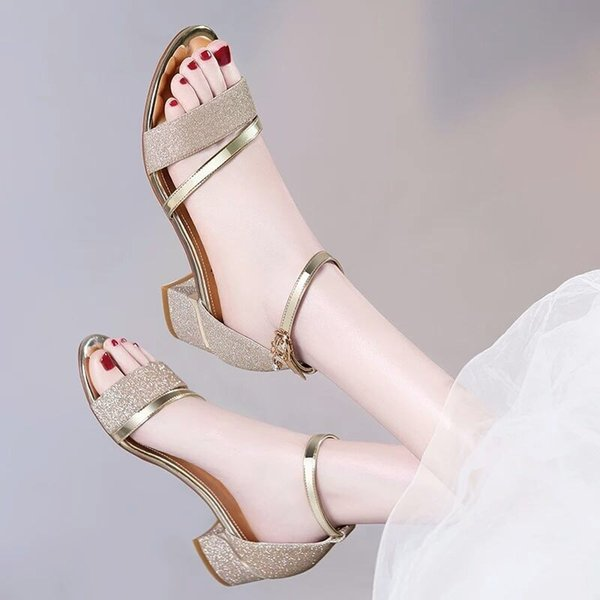 2019 Il nuovo modo di fuori del tallone spesso d'estate ragazza sandalo con dolce open toe tacco alto lustrini parola pistoni freddi