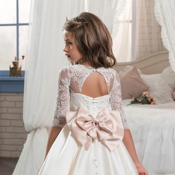 2019 Nova Linha de Cetim Branco Uma Flor Meninas Vestido Para Casamentos Lace Appliqued Mangas Compridas Xadrezes Vestido Pageant Até O Chão Vestido de Princesa