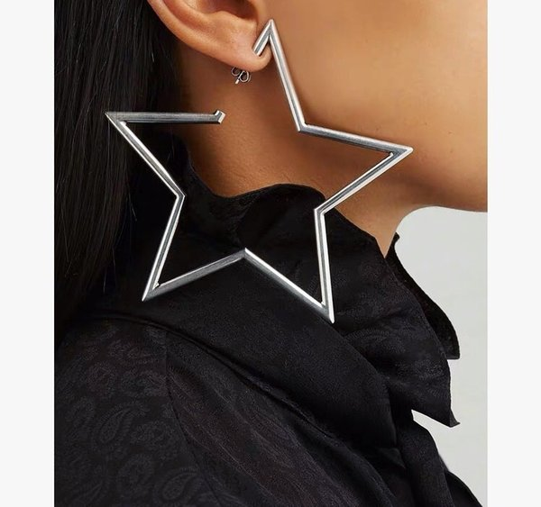 2019 New women's earring fashion lively charming goddess indispensable Pentagram exaggerated large ear clip