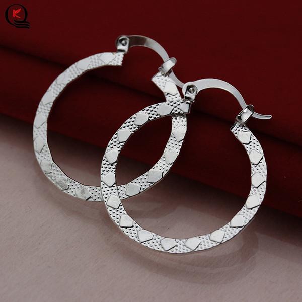 Classique Argent Plaqué Femmes Cerceau Boucle D'oreille Simple Craved Pattern Femelle Boucle D'oreille Nouvelle Mode Cadeaux De Fête Bijoux