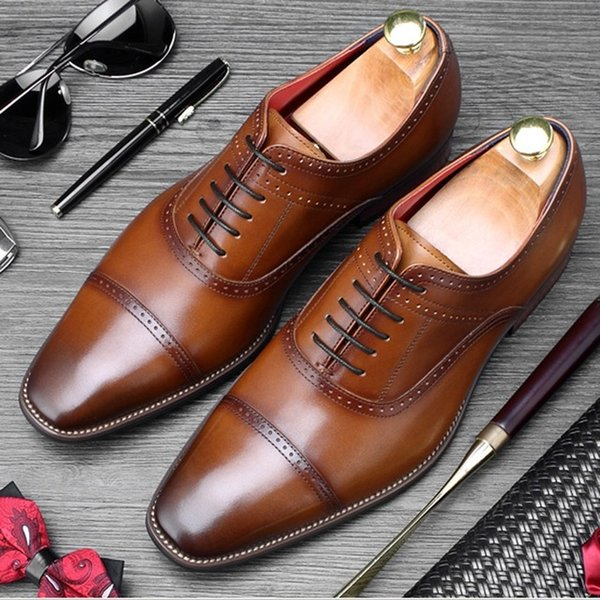 Homem do vintage Vestido Formal Sapatos de Festa de Casamento De Couro Genuíno Esculpido Brogue Oxfords Básico Dos Homens Dedo Apontado Goodyear Flats