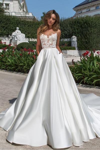 2020 Nouvelle Conception Une Ligne Satin De Mariage Dreses Modeste Col En V Dos Nu Robe De Mariée Avec Des Poches En Dentelle Long Train Robes