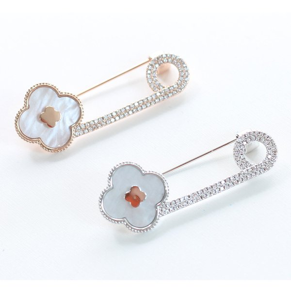 High Quality Crystal Rhinestones Simple Design Lucky Clover Brooch Pin for Women Cloth Accessories