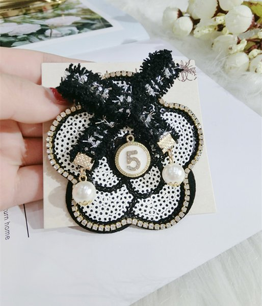Newest Round Bow Flower Number 5 Brooch Pearl Rhinestone Brand Designer Suit Lapel Pin Wedding Party Badge Lapel Jewelry Clothing Brooches N