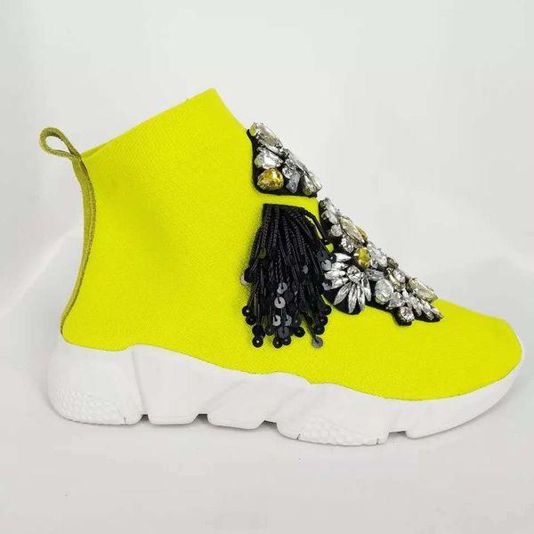 Düz bir taban üzerinde büyük boy el yapımı spor ayakkabı; kadınların parlak rhinestones kristalleri; Spor ayakkabı; saçaklı bayan ayakkabıları; kızlar için ayak bileği botları