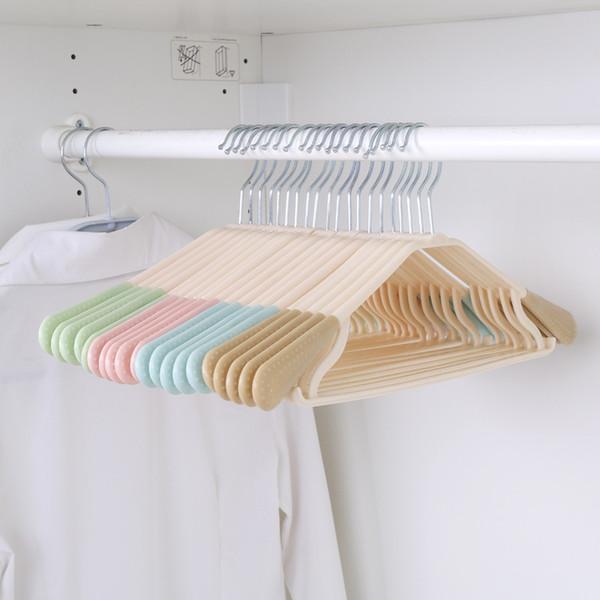 Manufacturer directly sells adult traceless hanger, wide shoulder plastic hanger, clothes brace, anti-skid airing hanger plastic