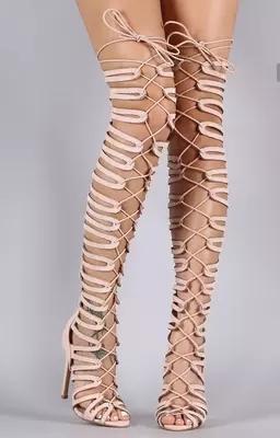 Las mujeres del estilo atractivo color beige peep toe ahuecan hacia fuera las sandalias botas la moda del verano ata para arriba sobre la rodilla zapatos de tacón alto delgados