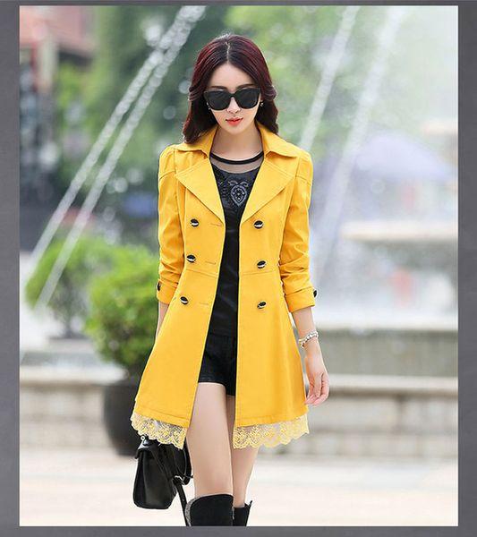 donne di cappotto giallo